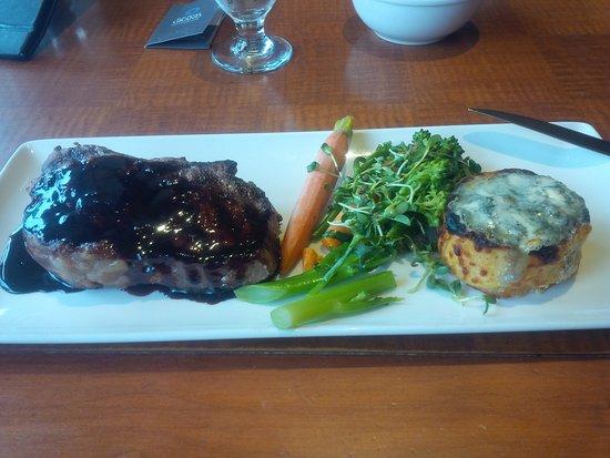Mantles Restaurant & Lounge: Dinner