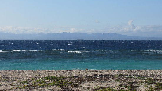 Navini Island Resort: Windy day (still okay for snorkeling at the opposite side).