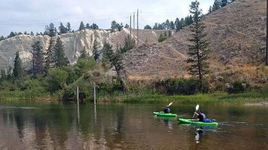 Radium Hot Springs, Canada: Guided or self-guided Columbia River Wetlands Tours and canoe, kayak and paddleboard rentals.
