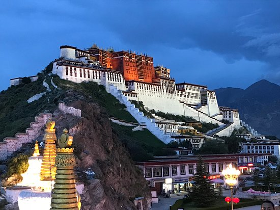 5-Night Lhasa City Private Tour: Potala palace at night