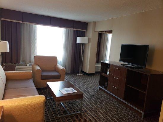 Holiday Inn Express Washington DC SW-Springfield: Nice and Spacious Sitting Room