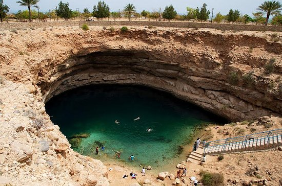 Discover the South and Wadi Shab from...