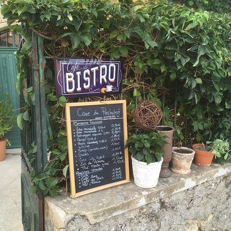 Suzette, Francja: Lieu paisible et familial, bonne convivialité. Avec une large sélection de Côtes de Provence Ros
