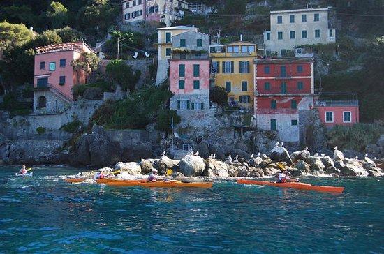 リグーリアの自己案内カヤック休暇、イタリア