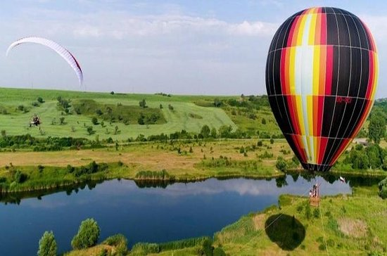 Viagem de balão de ar quente perto de...