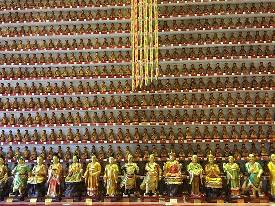 Ten Thousand Buddhas Monastery (Man Fat Sze): A wall of mini Buddhas in the temple, reaching to the ceiling.