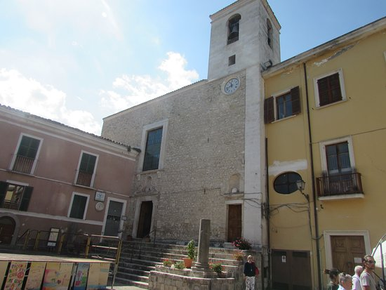 Castelli, Taliansko: facciata chiesa