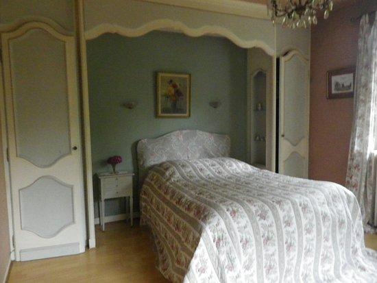 Pourville-sur-Mer, France: 2ème chambre apparence fausse (ne serait pas louée) aux dires du fils?