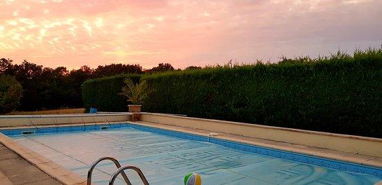 St. Eutrope de Born, France: Sunset over the pool