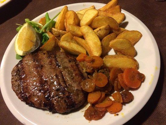 Osteria Barcarol: Hambuger di angus con patate e carote