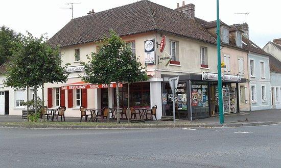 Le Bourg-Saint-Leonard, Prancis: Restaurant le relais