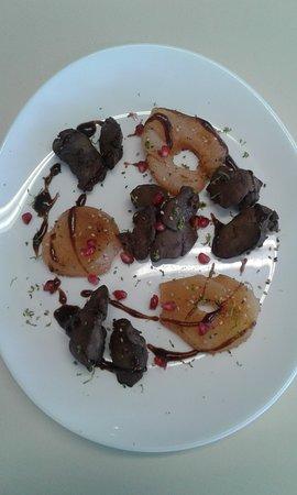 Le Bourg-Saint-Leonard, Prancis: Foie de volailles aux fruits sur réduction de vinaigre balsamique