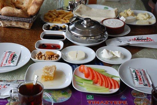 Seydisehir, Τουρκία: serpme kahvaltı