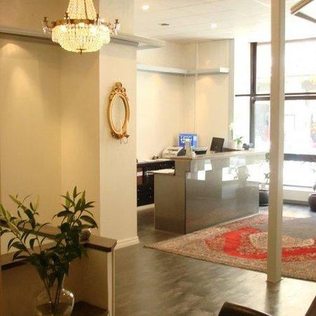 Queen's Hotel: Lobby