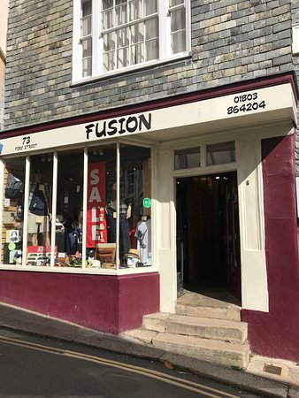 ‪Fusion clothes shop totnes‬