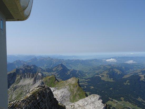 Urnaesch, Switzerland: hinten Zürichersee