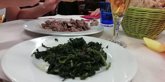 Muccia, Italy: Straccetti al Gorgonzola con verdure piccanti