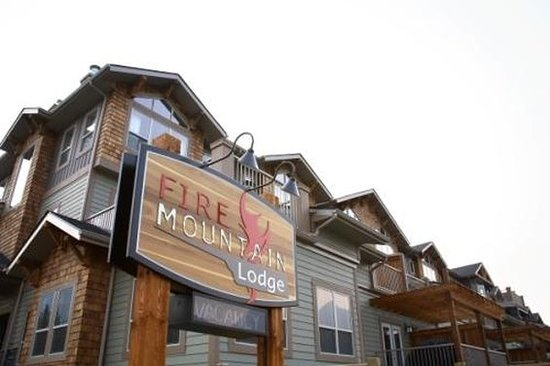 Fire Mountain Lodge: Exterior