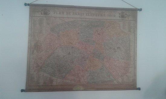 Acceglio, Италия: Vecchia mappa appesa nel locale