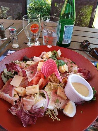 Givet, Francia: Délicieuse salade..