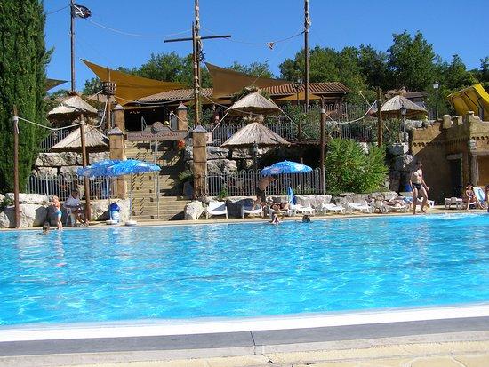 Villeneuve-de-Berg, Frankrike: 2011 Poolbereich