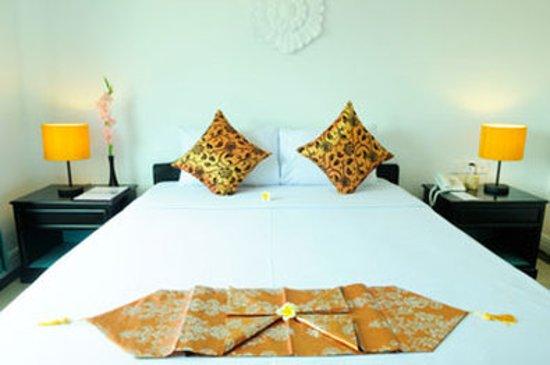 Frangipani Villa Hotel II: Guest room