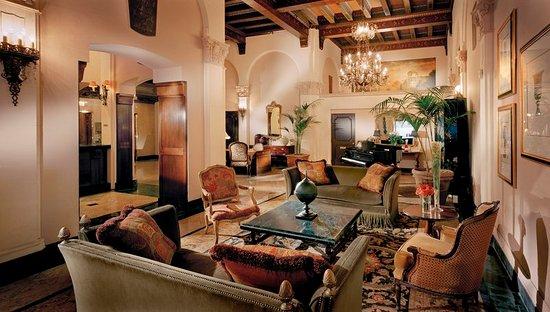 The Kensington Park Hotel: Lobby