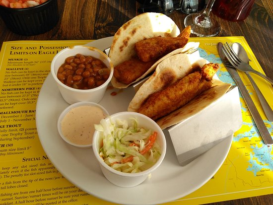 Eagle Lake, Canadá: (Over-cooked) fresh whitefish in tough flour tortilla, slaw and baked beans