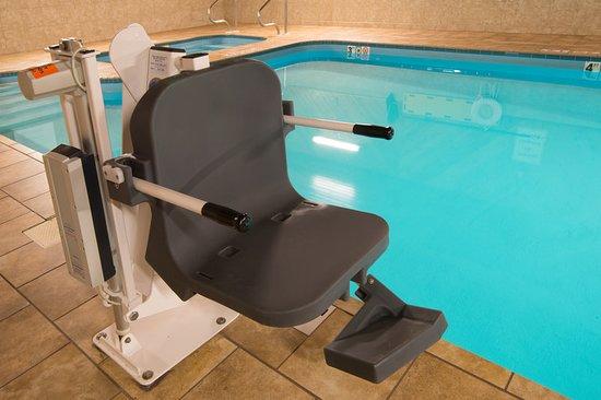 Holiday Inn Express Wauseon: Pool