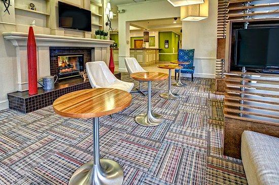 Hilton Garden Inn Nashville Airport: Lobby