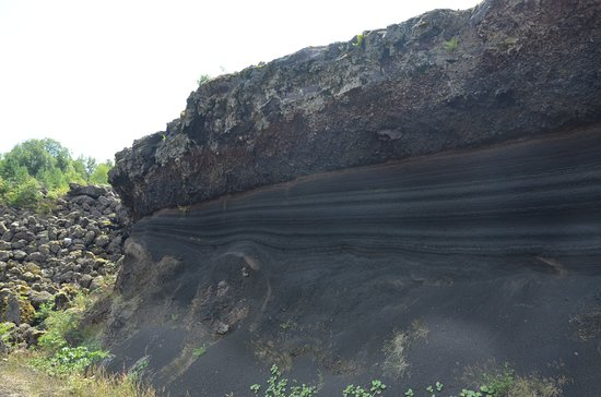 Volcan De Lemptgy Les Traces Des Multiples Ruptions