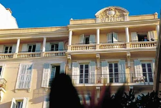 H tel balmoral ab 72 7 9 bewertungen fotos - Hotels in menton with swimming pool ...
