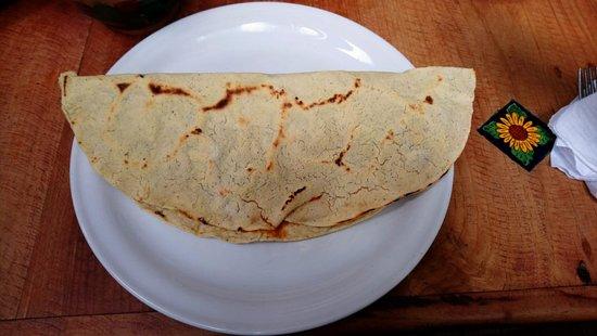 San Andres Huayapam, المكسيك: Empanada de amarillo.