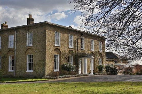 Hadlow, UK: Exterior