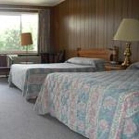 ANCHORAGE MOTEL: Guest room