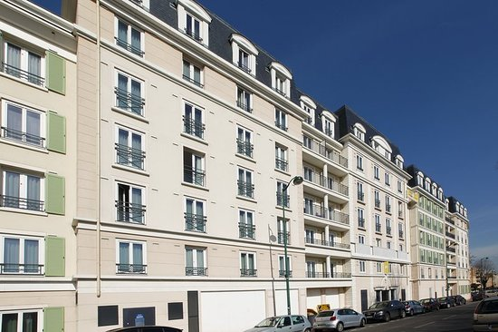 Saint Maurice, France: Business center