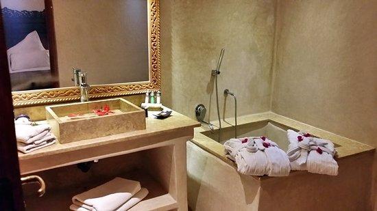 Al Ksar Riad & Spa: Guest room