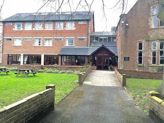 Belmont, UK : Exterior