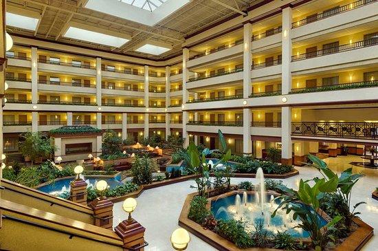 Embassy Suites by Hilton Lexington: Lobby