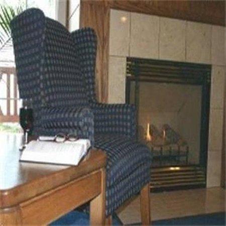Charter Inn & Suites: Lobby