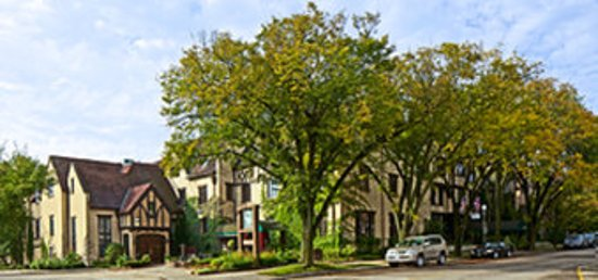 Lake Forest, IL: Exterior