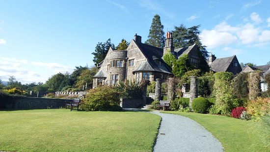 Cragwood Country House Hotel: view from the path to the lake