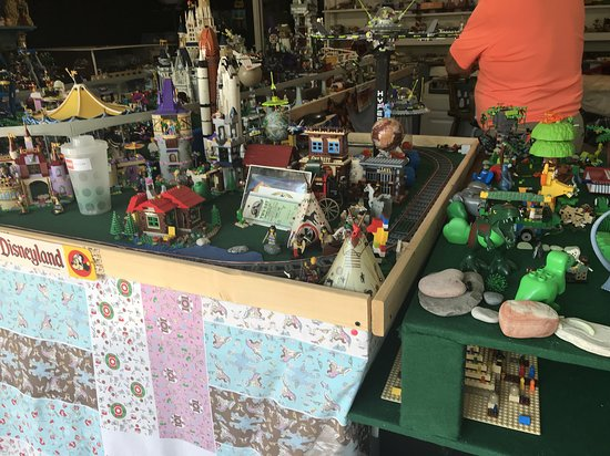 Land-O-Bricks & Model Trains