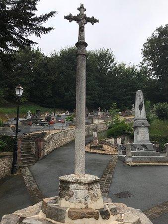 Veulettes-sur-Mer, France: Cette croix a certainement plusieurs siècles, je n'ai pas trouvé la date..!