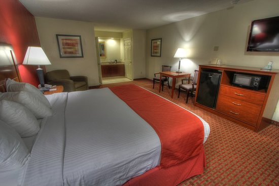 Crossroads Inn and Suites: Guest room