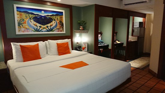 Pacific Club Resort: Rooms feature designer colors and 5 star luggage stowage system