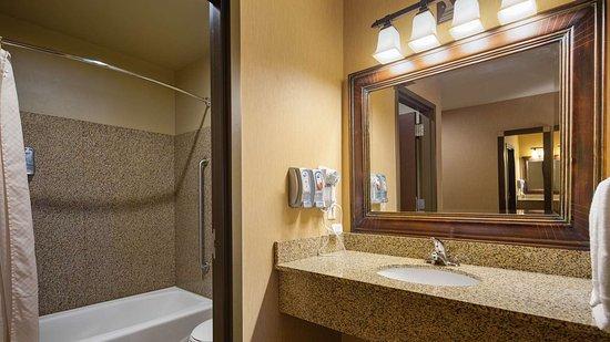 Crandon, WI: Guest Bathroom