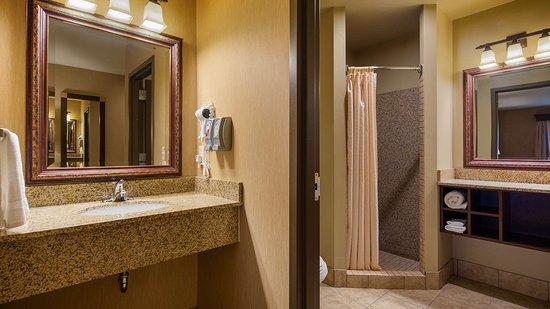 Crandon, WI: Suite Bathroom Shower