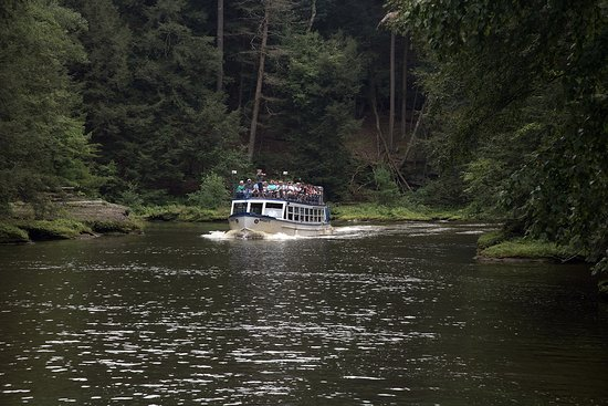 Dells Boat Tours: Dell Boat in the narrows...
