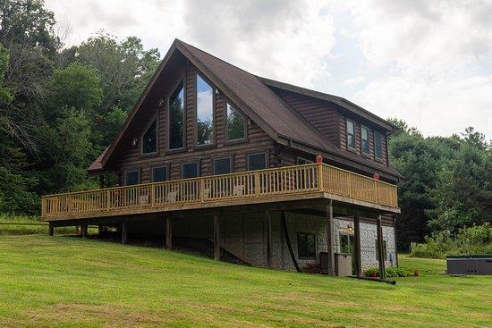 Cabins At Hickory Ridge: Exterior of Lodge